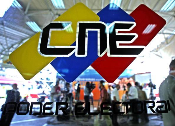 Régimen de Maduro planea vigilar redes sociales durante campaña mientras rector del CNE denuncia uso oficialista