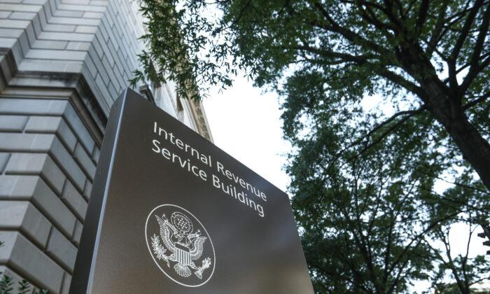 """""""Están desesperados"""", dice ejecutivo bancario tras dichos de Psaki a opositores al plan del IRS"""