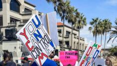 Miles de padres californianos se unen a una marcha contra la obligación de vacunar a los escolares