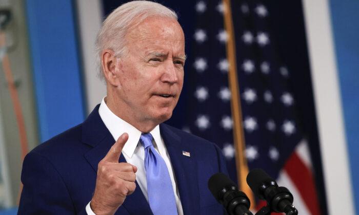 El presidente de EE. UU., Joe Biden, habla en una conferencia de prensa en Washington, el 08 de octubre de 2021 (Chip Somodevilla/Getty Images)