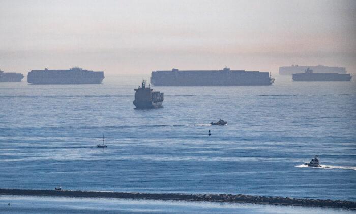Retraso en la cadena de suministro durará hasta el verano de 2022 pese a horario ininterrumpido