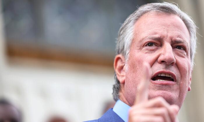 El sindicato policial más grande del NYPD demanda al alcalde por orden de vacunación contra COVID-19