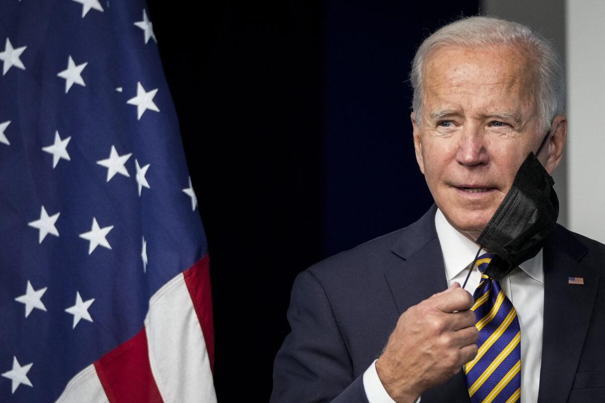 Casa Blanca resta importancia a que Biden no lleve mascarilla mientras camina dentro de restaurante