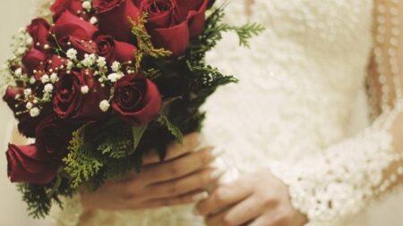 Abuelita de 98 años usa un vestido de novia por primera vez en su 77° aniversario de bodas