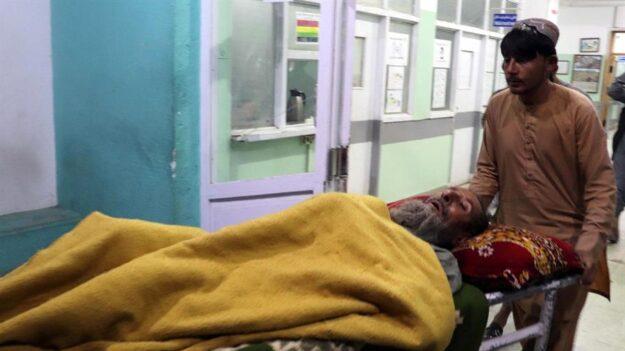 Suben a 60 los muertos en el atentado contra una mezquita chií en Afganistán