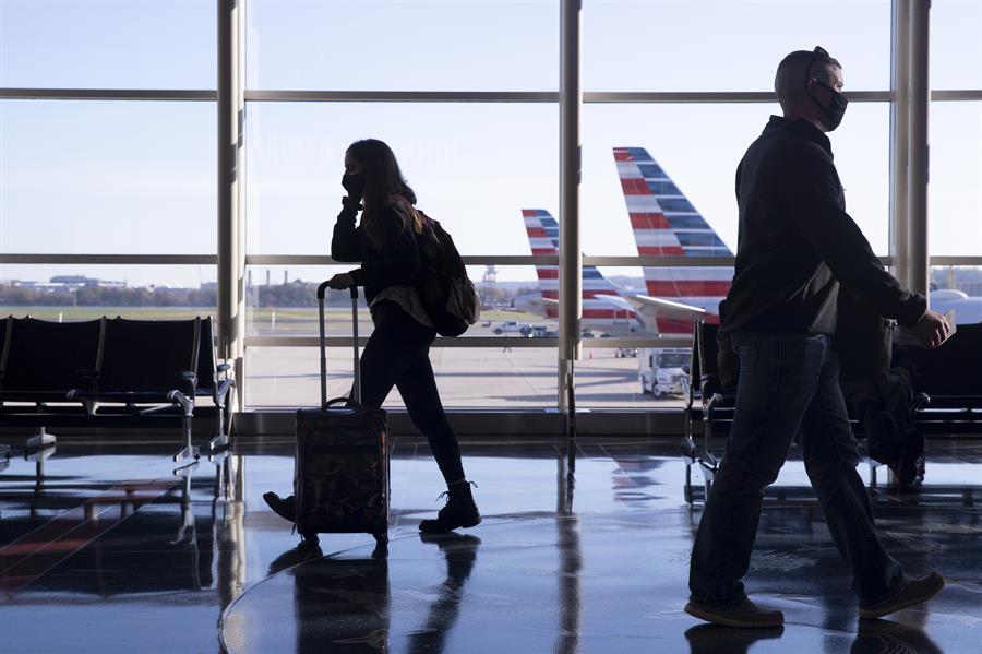 EE.UU. aceptará la entrada de viajeros con una mezcla de tipos de vacunas
