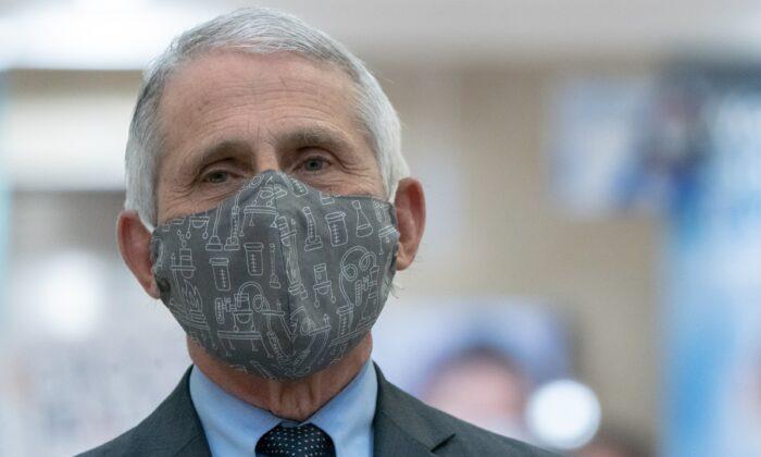 Fauci se defiende de críticas por nuevos informes de estudios de virus financiados por EE. UU. en China