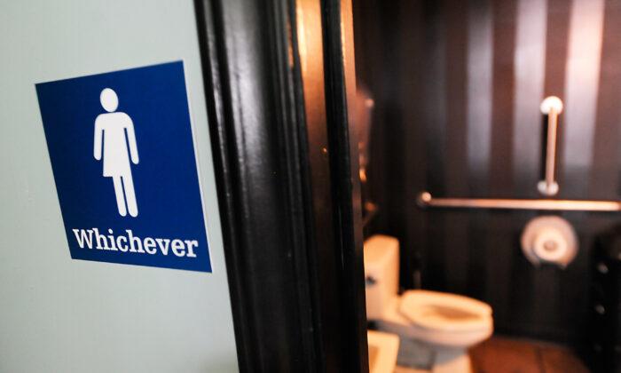 """Padres de Florida demandan para detener """"guía"""" secreta de afirmación transgénero por violar sus derechos"""