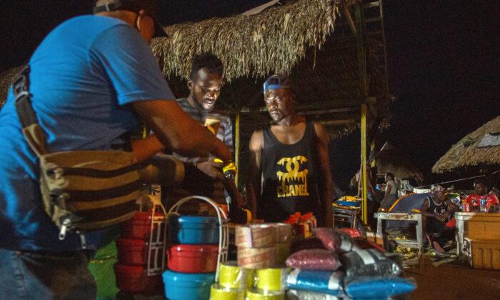 Miles de haitianos salen de Colombia rumbo a Estados Unidos
