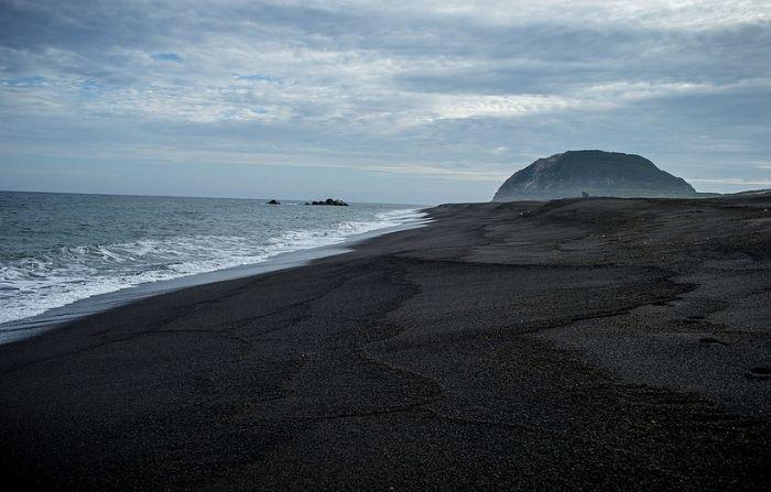 Aparecen barcos fantasma de la II Guerra Mundial en isla que surgió de un volcán en Japón