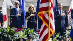 Biden honra a los oficiales de policía caídos en acto un conmemorativo anual
