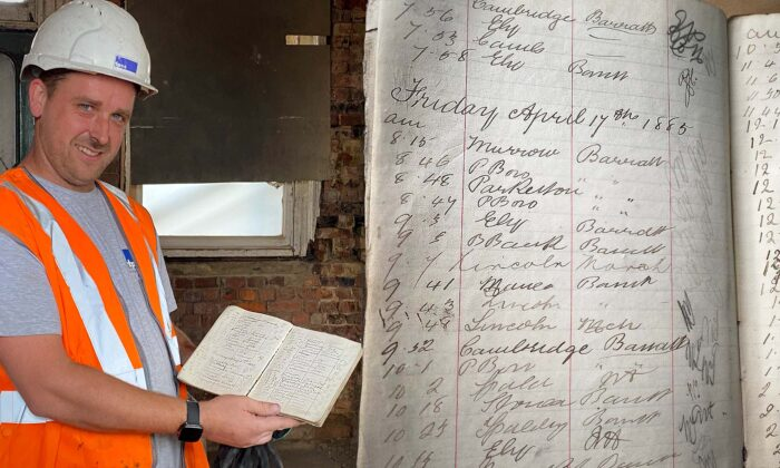Contratista de antigua estación de tren descubre libro de registro de 1885 en Gran Bretaña