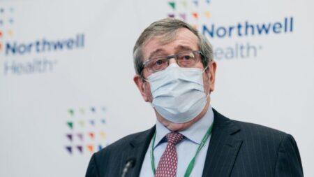 Gran sistema de salud de Nueva York despide a 1400 trabajadores no vacunados
