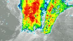 """""""Río atmosférico"""" cubre California y provoca deslaves de tierra e inundaciones"""