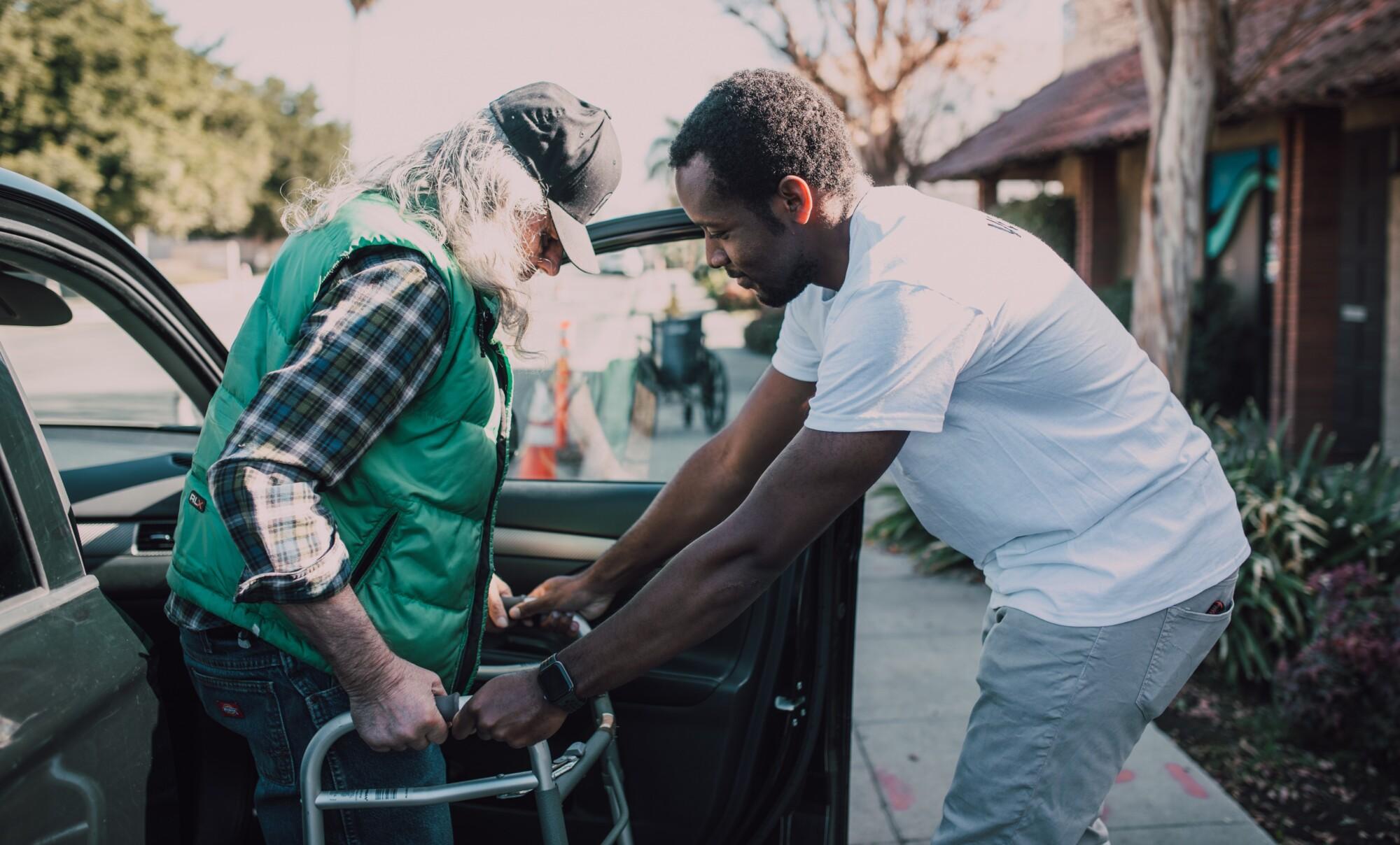 Ayudar a los demás es ayudarnos a nosotros mismos
