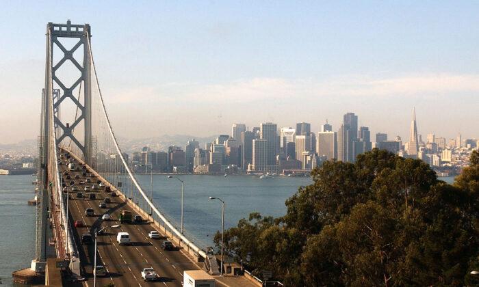 San Francisco da de baja a más de 180 socorristas no vacunados pese al aumento de la delincuencia