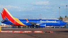 Cientos de trabajadores protestan en sede de Southwest Airlines contra orden de vacunación por COVID-19