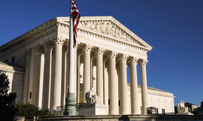 Corte Suprema revisará y no bloqueará inmediatamente la ley de aborto de Texas