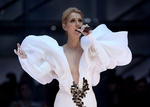 Céline Dion se apresenta no palco durante o Billboard Music Awards, em Las Vegas, em 21 de maio de 2017 (© Getty Images | Ethan Miller)