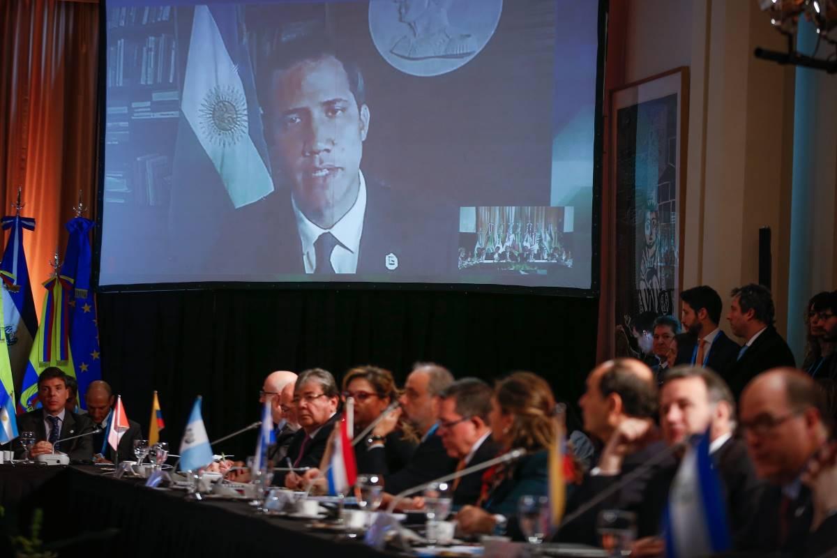 O presidente da Assembléia Nacional e o presidente encarregado da Venezuela, Juan Guaidó, participa por videoconferência de uma reunião de ministros das Relações Exteriores dos países que compõem o Grupo Lima em 23 de julho de 2019, em Buenos Aires, Argentina (EFE / Juan Ignacio Roncoroni)